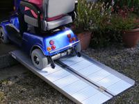 Přenosná skládací rampa pro invalidní vozíky