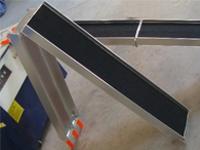 Víceúčelové skládací nájezdy s nosností 544 kg